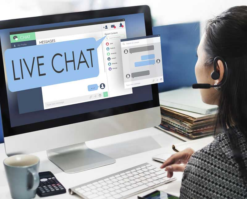 Impressing Your Clients with Efficient Live Chat Agents; While Traveling Simultaneously